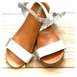 Mia silvers sandals size 5
